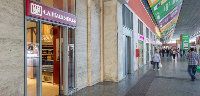 Nuovo store la piadineria stazione torino porta nuova - Libreria feltrinelli porta nuova torino ...